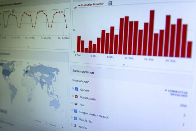 Cos'è il CRM Analitico? Una sua rappresentazione al pc.