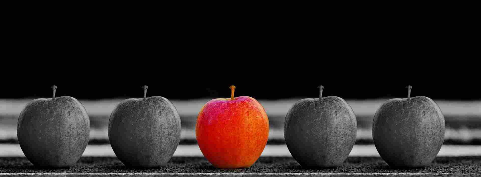 Il Prosumer con la personalizzazione del prodotto si dinstingue come una mela rossa tra tante mele grigie